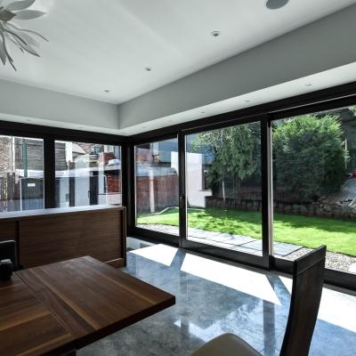 3 usi lemn terasă