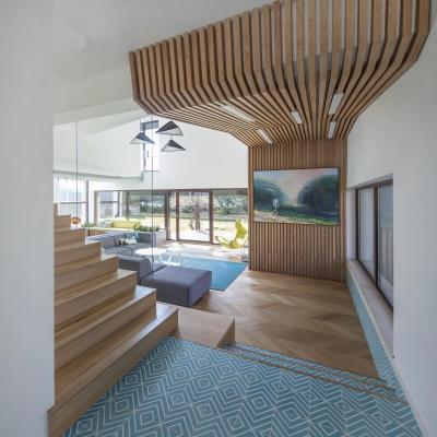 2 scari placate cu lemn