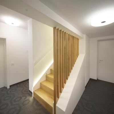 3 scari placate cu lemn