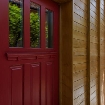 5 usi de exterior din lemn